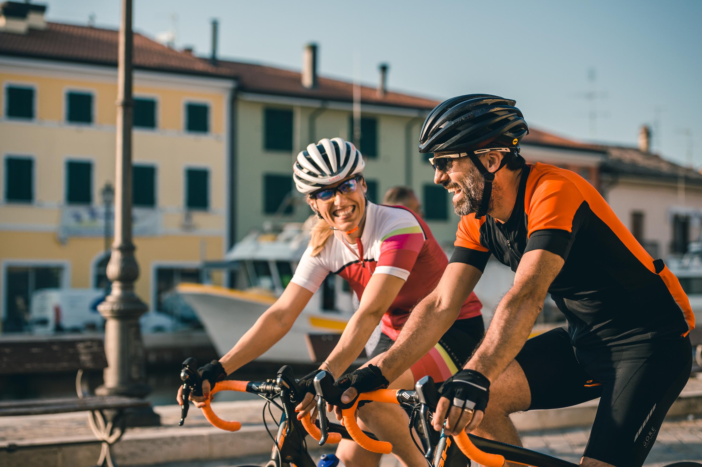 In coppia in bicicletta